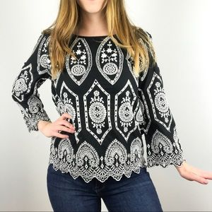 Gap embroidered laced blouse black & white